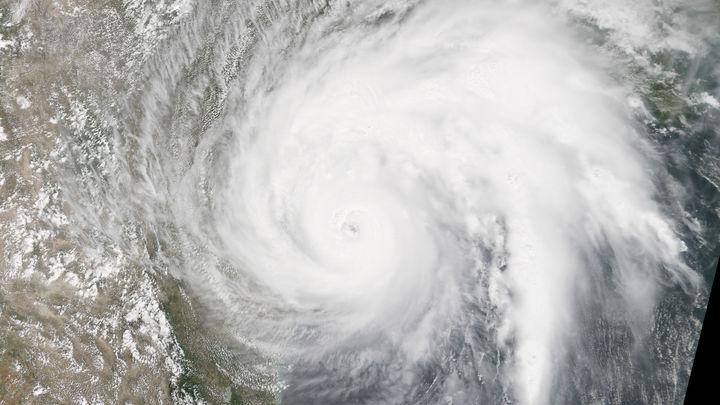 Ураган четвертой категории Ирма грозит побережью США