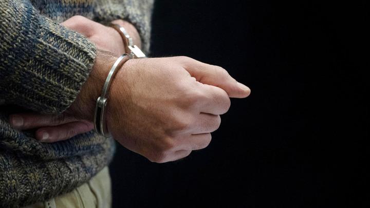 Курирующего нарушения в банковском секторе фээсбэшника задержали за взятки