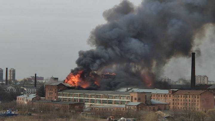 В одном из цехов БМЗ ранним утром произошел пожар
