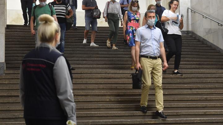 Неизвестный напал на сотрудников московского метро. Одна из них угодила в больницу
