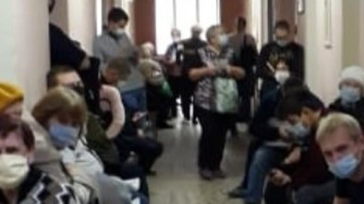 В первый день выборов курганцев возмутило фото из детской поликлиники