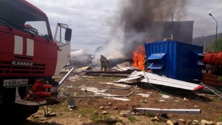Были препятствием: Здания, в которые врезался Ан-24 в Бурятии, построены незаконно - прокуратура