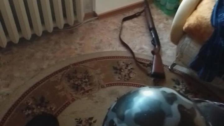 Нижегородец устроил стрельбу с балкона из охотничьего ружья