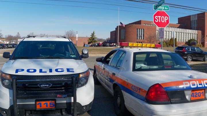 Окруженный полицейскими стрелок покончил с собой в больнице Бирмингема