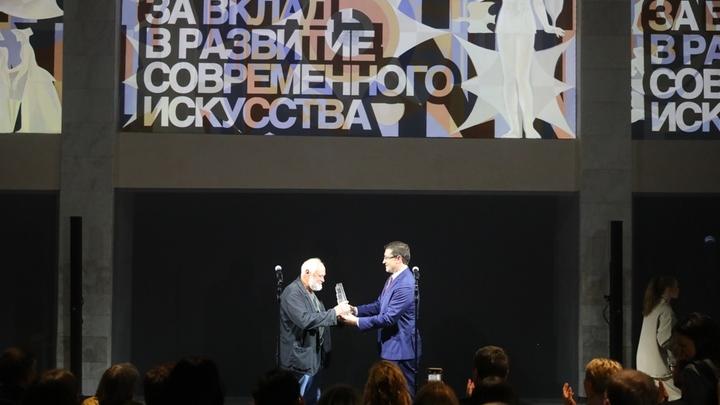 Губернатор Никитин наградил художника Полисского за вклад в развитие искусства