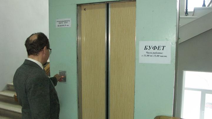 В Ростове жители многоэтажки жалуются на отключение лифта