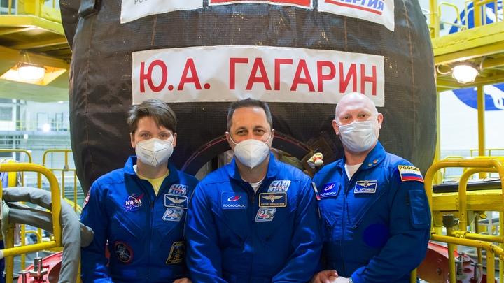 Если вы космонавт, вы пьёте водку: США не смогли догнать русских в космосе и перешли на враньё