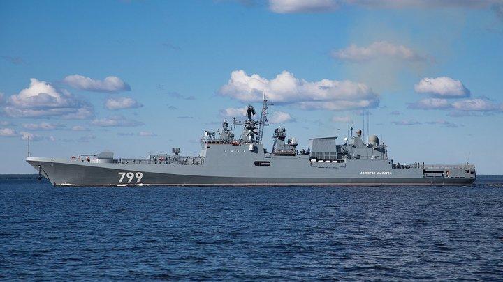Российский ракетный фрегат идет навстречу украино-американской флотилии свободы