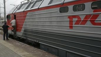 Очевидцы: Поезд протаранил выехавший на переезд КамАЗ в Орловской области