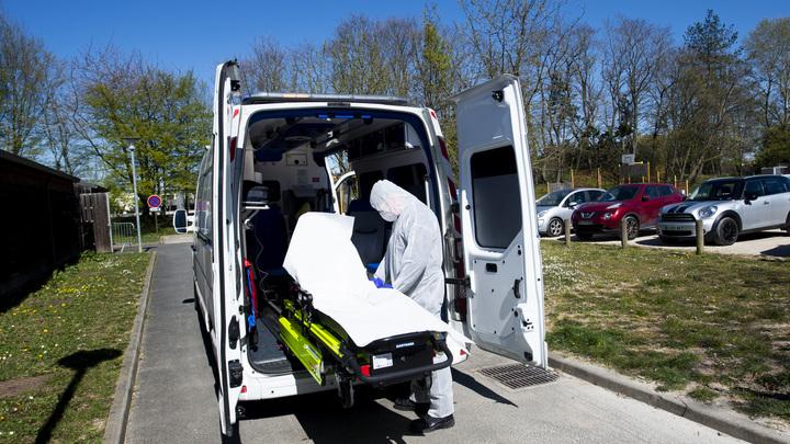 Сейчас вокруг смерть: Реаниматолог не стал скрывать ужасающей правды о COVID-19