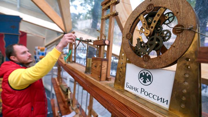 Освобождение от доллара оказалось мыльным пузырём: ЦБ так и не начал работать на Россию