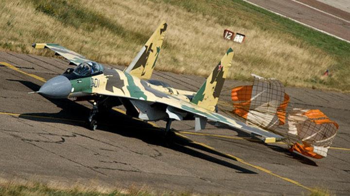 Су-35С выполнил петлю Нестерова над островом Русский - видео