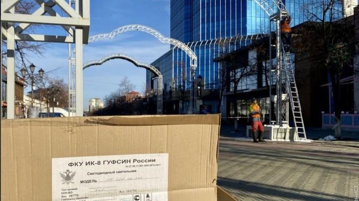 В центре Челябинска монтируют иллюминацию, которую раскритиковал Лев Владов