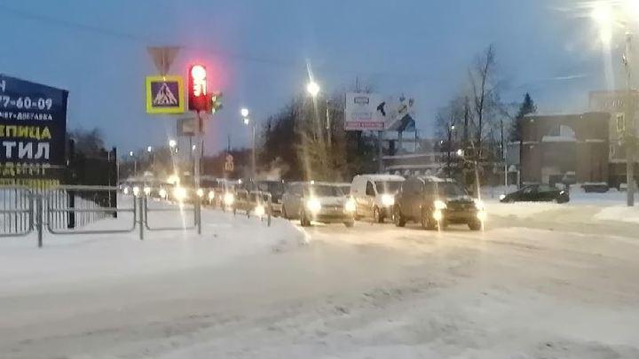 8 баллов: утром в понедельник, 25 января, Челябинск снова встал в пробках