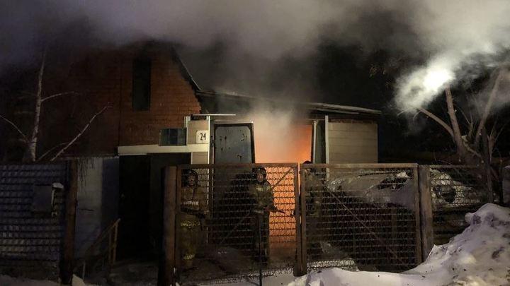 В Миассе пожарные тушили огонь и не знали, что в доме находится десятилетняя девочка