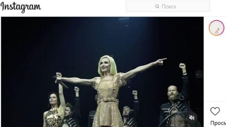 Шоу со слезами: Полина Гагарина травмировалась на концерте в Челябинске