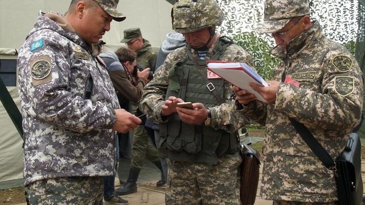 В Беларусь прилетел начальник генштаба армии Казахстана