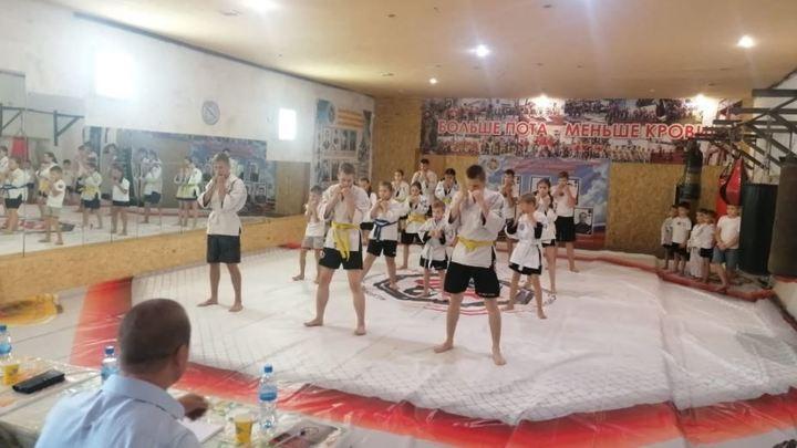 Тактическая борьба: в Магнитогорске на татами 14-летняя девочка вышла против 17-летней