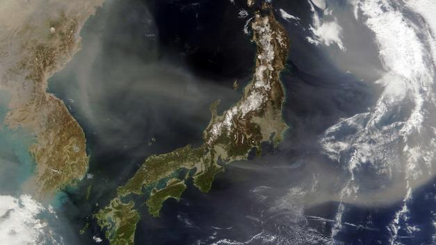 В Японии целый город эвакуируют из-за приближения тайфуна