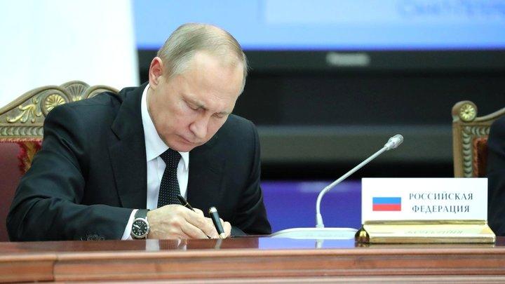 Путин подписал указ о снятии с должности 16 генералов в МВД, МЧС и Следкоме - двое сняли погоны
