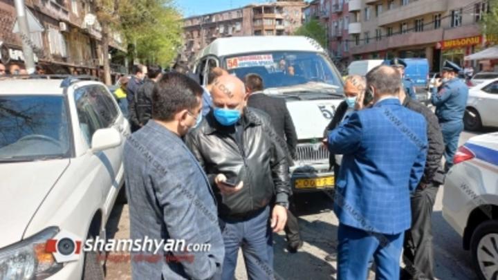 Медицинская маска стала причиной убийства в маршрутке в Ереване