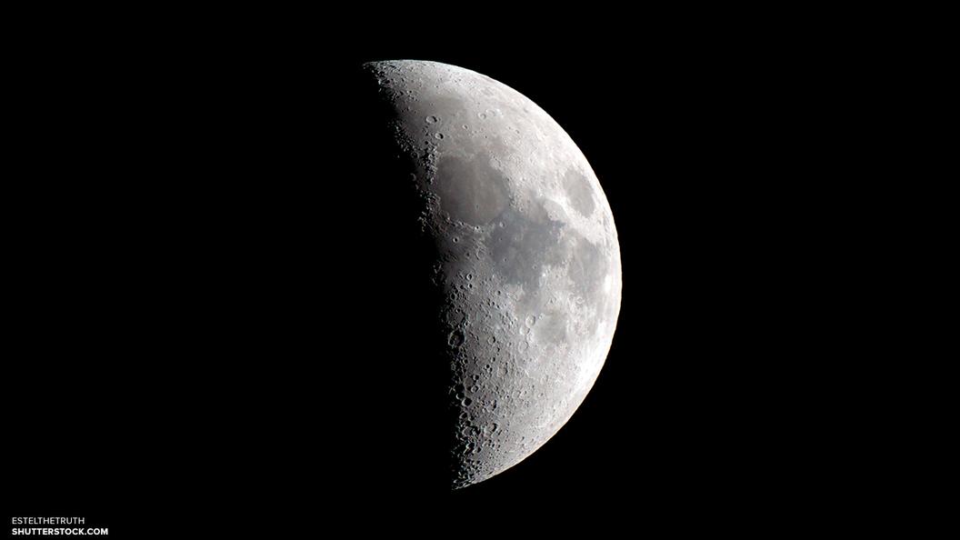 Уфологи нашли на Луне огромный черный НЛО
