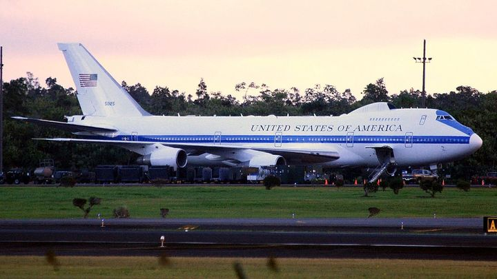 В США подняли в воздух самолёт судного дня: Он взял курс на Вашингтон