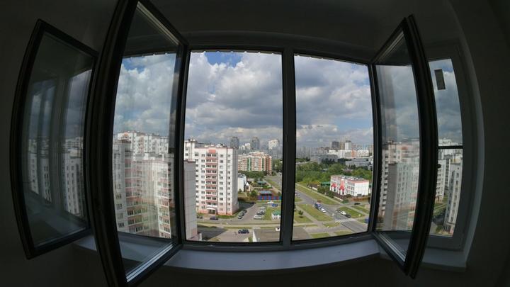 Информация сохраняется: Эксперт объяснил, чем могут навредить фотографии пейзажа за окном