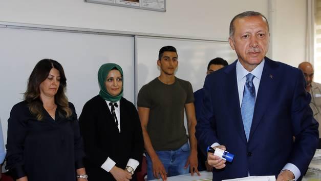 Буду работать без сна и отдыха: Эрдоган дал необычные обещания своим сторонникам