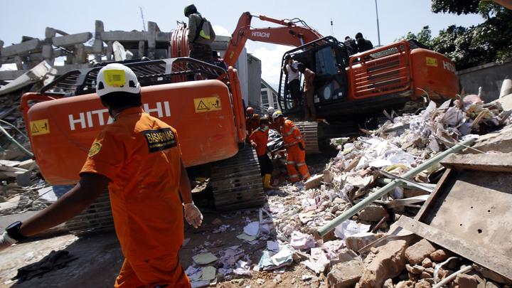Жертв цунами в Индонезии ждет братская могила 10 на 100 метров - СМИ