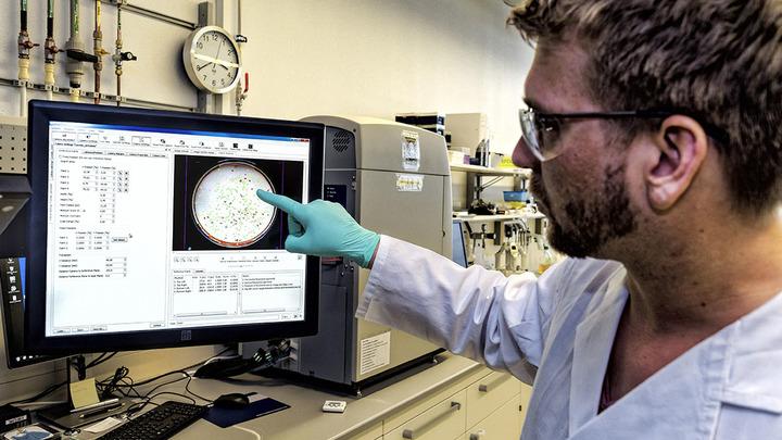 Корпорация Roche богатеет на лекарствах-убийцах против COVID-19. Россия оказалась умнее