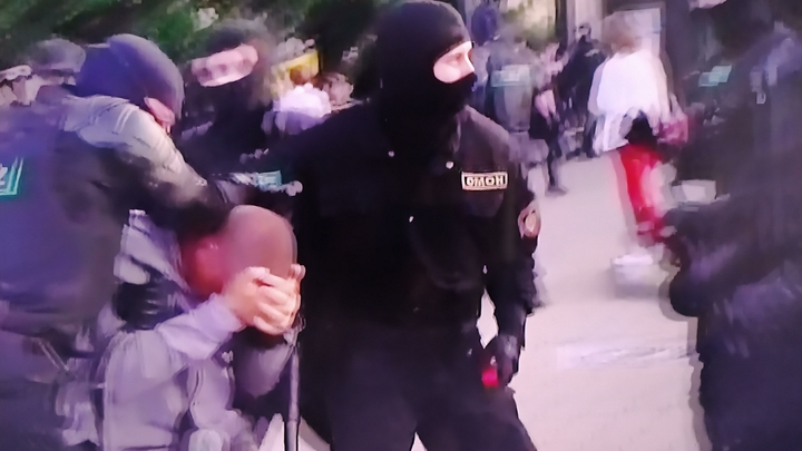 По бунтовщикам в Белоруссии открыли огонь на поражение: В МВД объяснили действия полиции