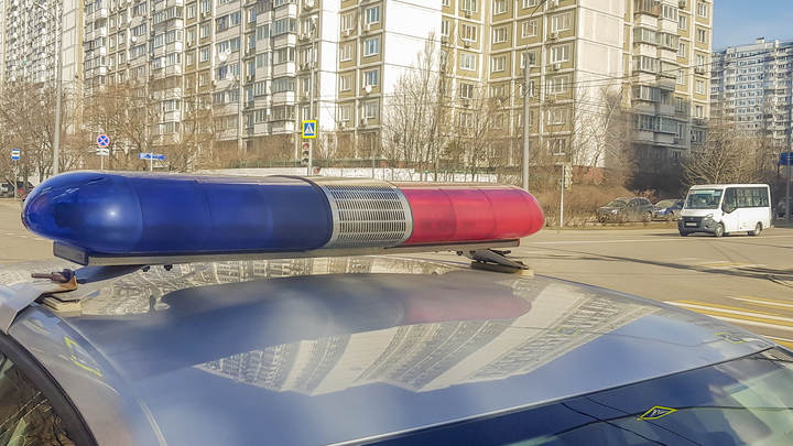 Прохожий ударил по лицу мать с двумя детьми и сбежал в Санкт-Петербурге