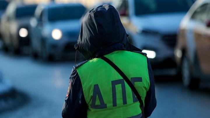 Нашёл с кем бодаться!: во Владивостоке столкнулись такси и БТР