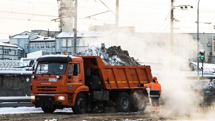 В Петербурге поставлен снежный рекорд: за сутки дорожники собрали 45 тысяч кубометров массы