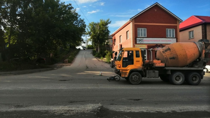 В Новосибирске бетономешалка сбила 11-летнего мальчика на велосипеде