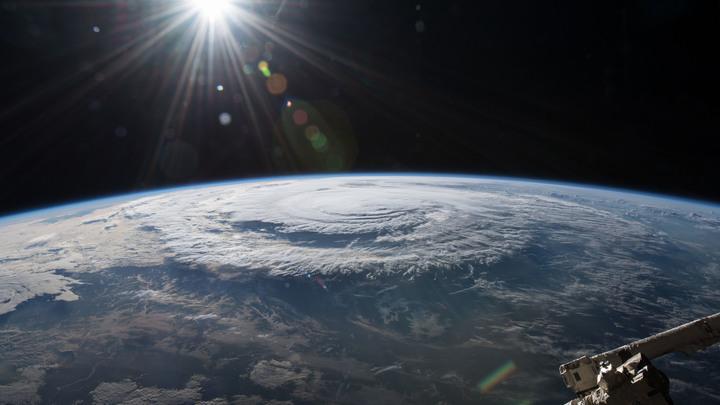 Космонавты вскроют обшивку «Союза» в поисках повреждений