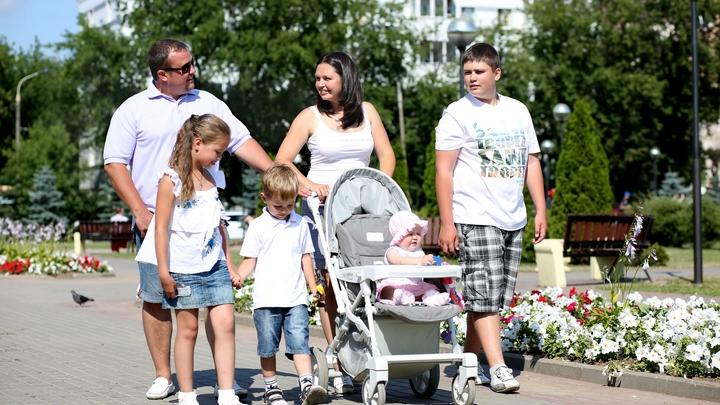 Близняшки из Вологды первыми приняли участие в десятилетии детства Путина