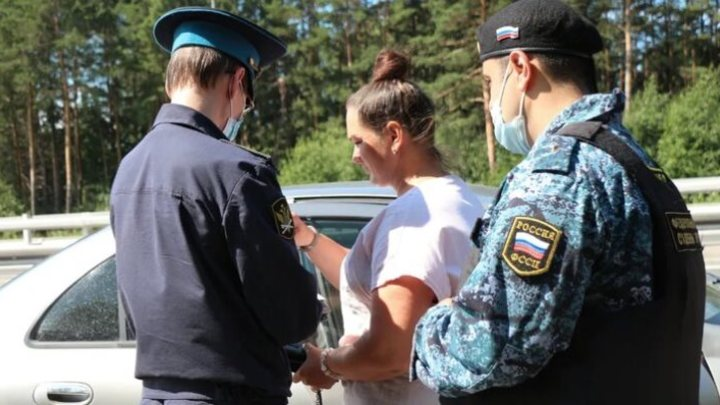 Приставы массово арестовывают автомобили на въезде в Кемерово
