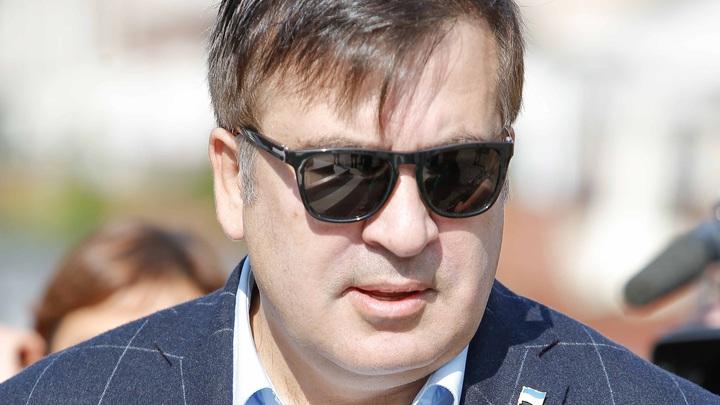 Грозил мэру, а покалечил старушку: Саакашвили с боем вернулся в Одессу - видео