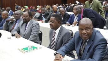 Отсчет пошел: У президента Зимбабве осталось менее суток на добровольный уход с поста
