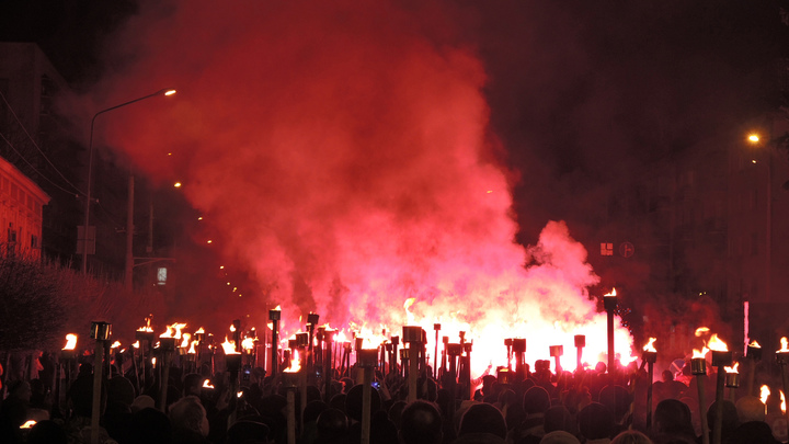 Свастика на очереди: В Киеве на праздники будут развешивать флаги Бандеры