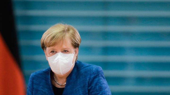 Меркель в политической ловушке, в игру вмешались немецкие спецслужбы - депутат Госдумы