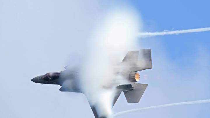 Почему он выглядит как F-35? Стоп!: Американцев поразила правда о русских корнях истребителя США