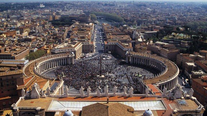 В Ватикане их - каждые четверо из пяти: французский журналист разоблачил гомосексуалистов в сутанах