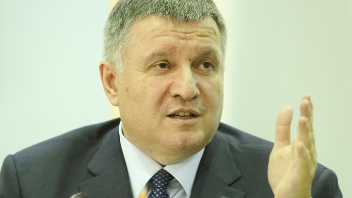 Сценарий очередного переворота становится реальным: Аваков отказался подчиняться Порошенко