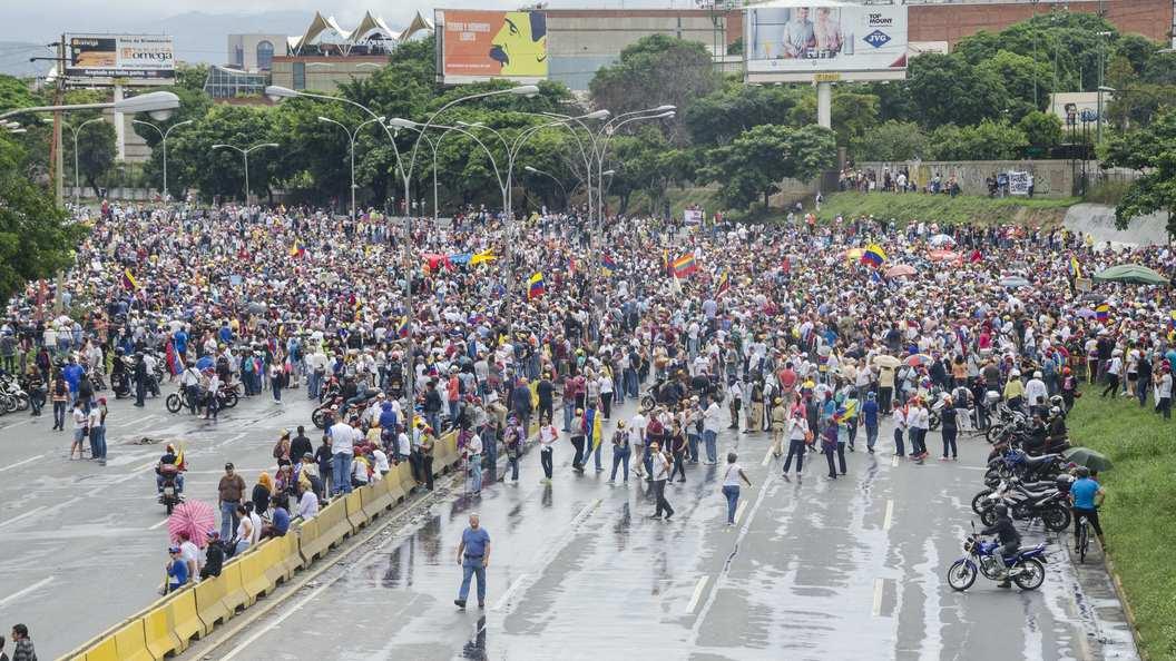 Оппозиция Венесуэлы объявила оначале совместной забастовки