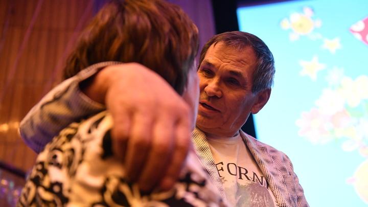 Перепивший Крота Алибасов набросился с кулаками на подругу во время съемки шоу