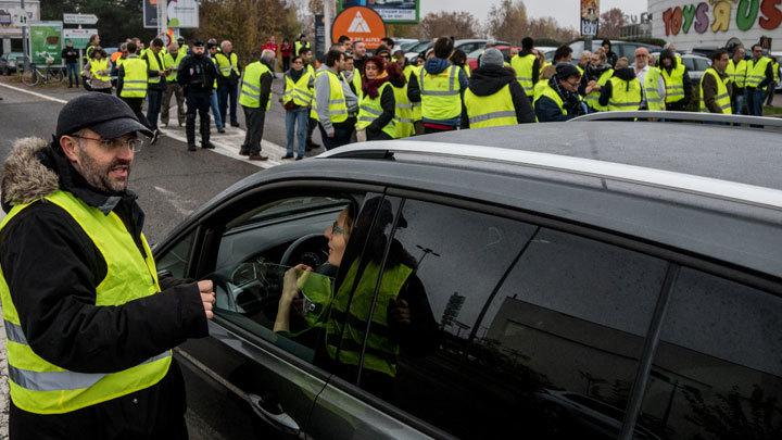 «Гнев и страдание» Франции: правительство в растерянности