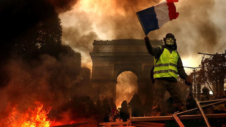 Кто придумал «желтые жилеты»:  Франция бунтует третью неделю